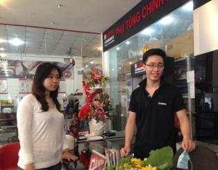 General Manager – Dai Thanh Tuan Anh at Yamaha Minh Ngoc Anh with an author
